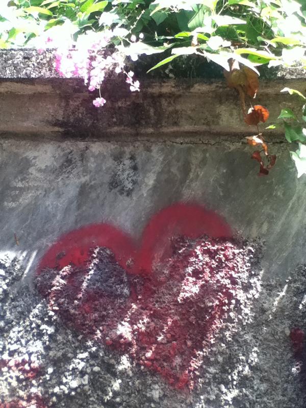 spray paint heart, Sanur, Bali © Louise Gale