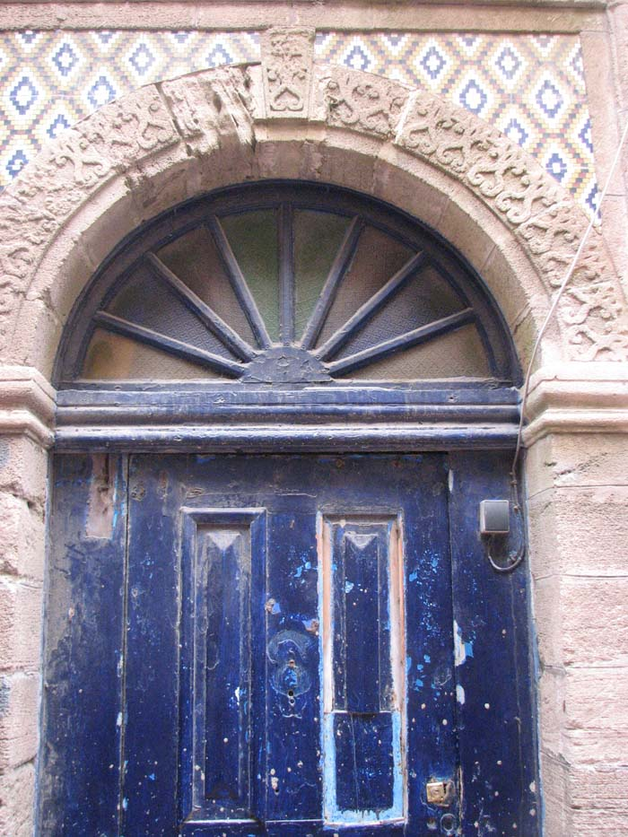 dark blue door in Essaouira ©Louise Gale