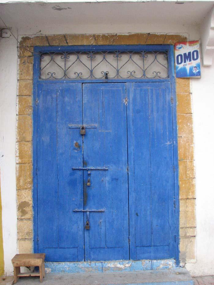 Blue door in Essaouria ©Louise Gale
